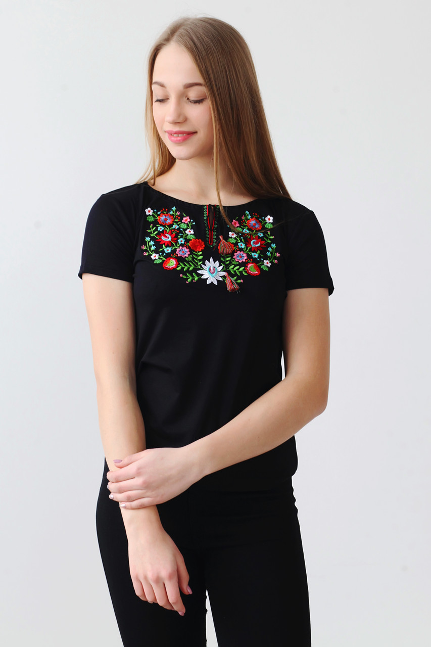 Дивовижна вишита жіноча футболка  А-22