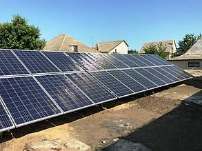 Ферма с установленными солнечными батареями.