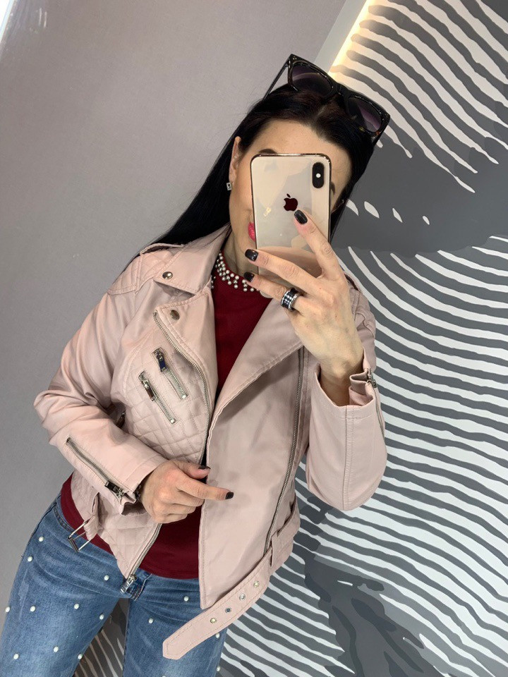 Женская куртка косуха пудра