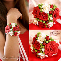Браслет с красно-белыми розами и бутонами из полимерной глины