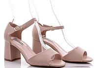 Бежевые женские босоножки на невысоком каблуке закрытая пятка 35 36 37 38 39 40