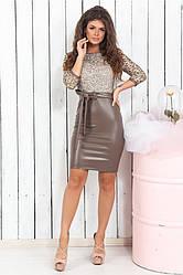 Восхитительное платье с облегающей юбкой из эко-кожи