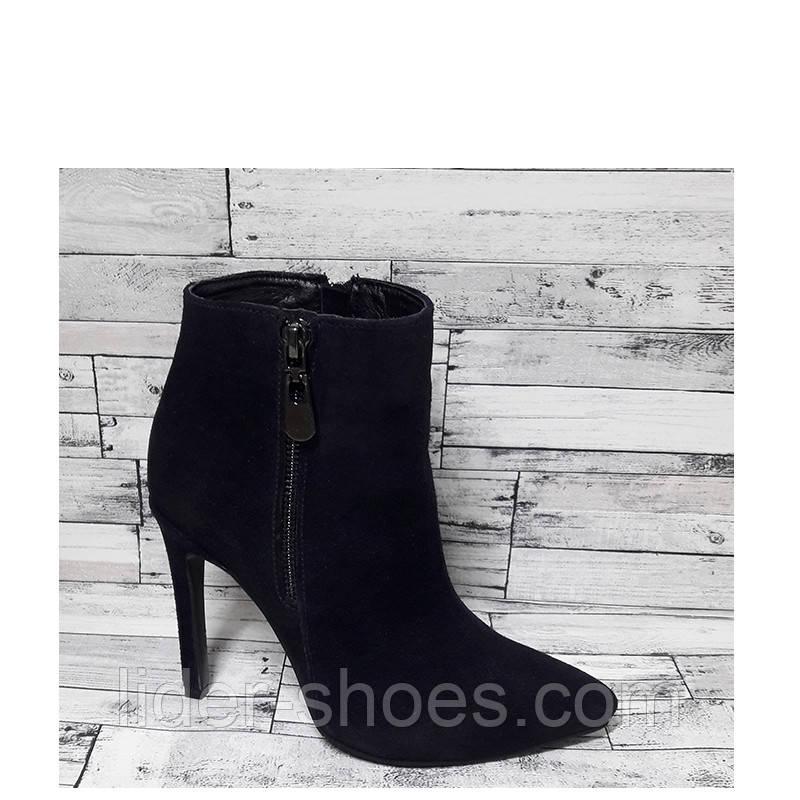 Женские замшевые ботинки на шпильке