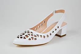 Босоножки белые на низком ходу Donna Style 257