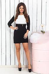 Короткое черно-белое платье в интересном оформлении
