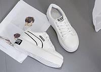 Белые кроссовки на высокой подошве с черной надписью, фото 1