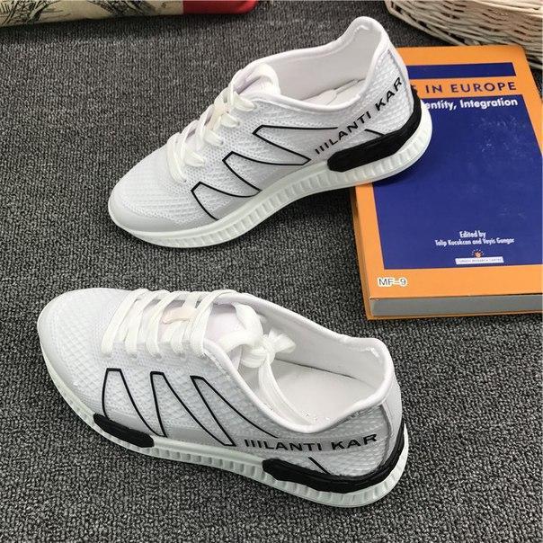 Белые легкие спортивные кроссовки