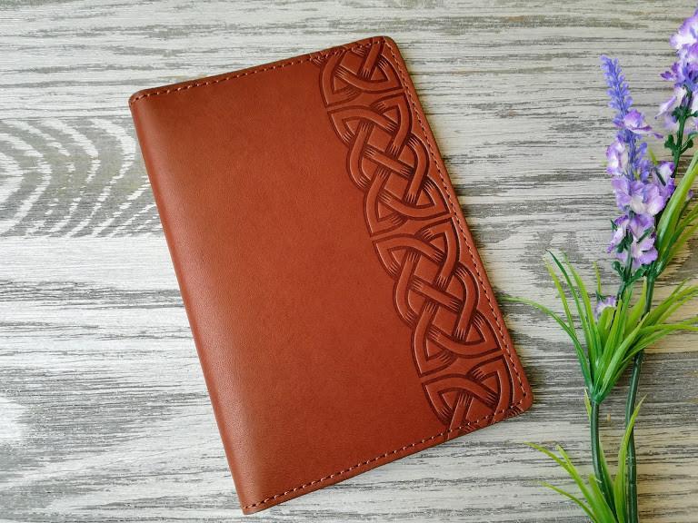 Портмоне - обложка для паспорта , тревел-кейс, travel коричневый кельтский узел