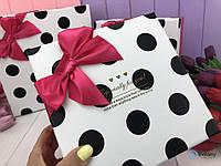Очень милая подарочная коробочка в горошек с розовым бантом для упаковки подарка и оформления интерьера