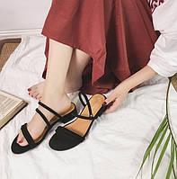 Босоножки черные на низком квадратном каблуке, фото 1