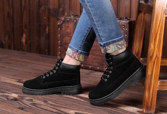 Чисто черные ботинки мужские