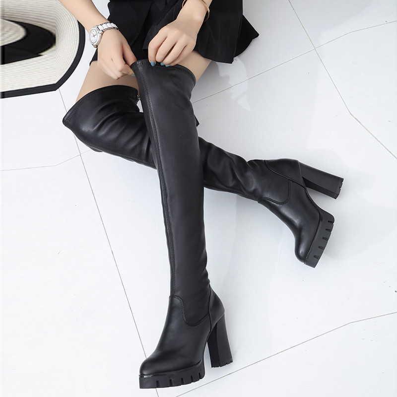 Высокие черные сапоги на квадратном каблуке