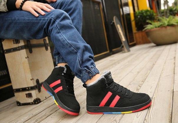Черные зимние высокие кроссовки с разноцветной подошвой
