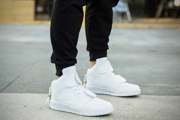 Высокие кроссовки на двух липучках белые