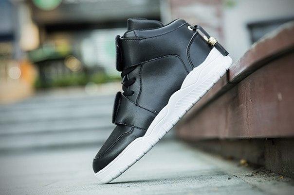 Высокие кроссовки на двух липучках черные
