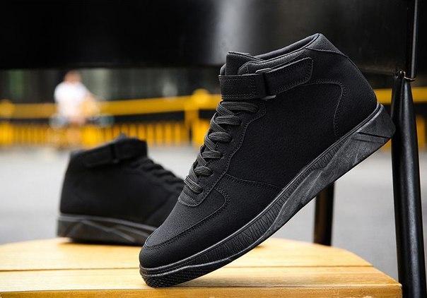 Однотонные черные высокие кроссовки на липучке