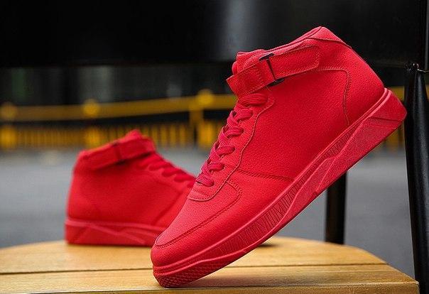 Однотонные красные высокие кроссовки на липучке