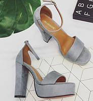 Замшевые серые босоножки на толстом каблуке и с ремешком, фото 1
