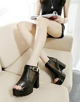 Закрытые черные босоножки на толстом каблуке