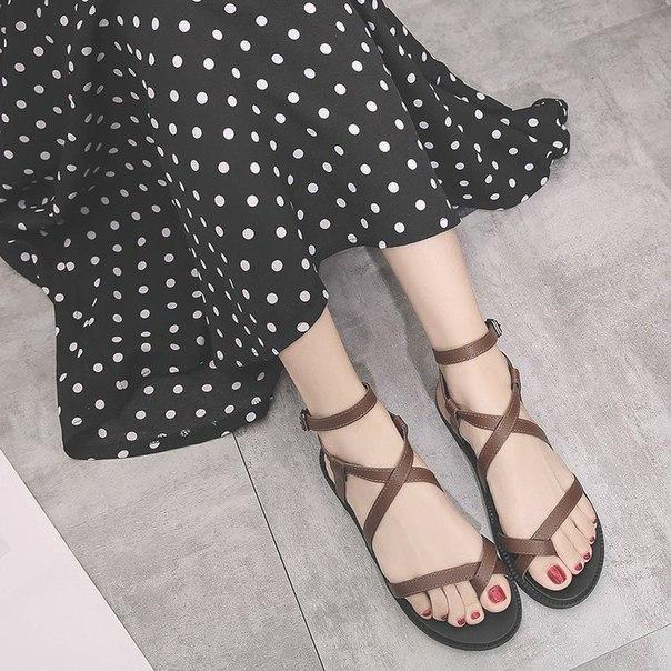 Женские коричневые сандали римские через палец