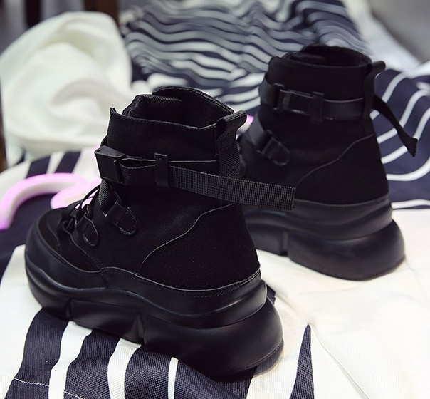 Весенние черные ботинки на массивной подошве