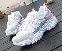 Белые кроссовки на подошве массивной с цветными вставками