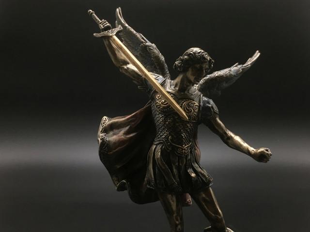 Коллекционные статуэтки Архангелов