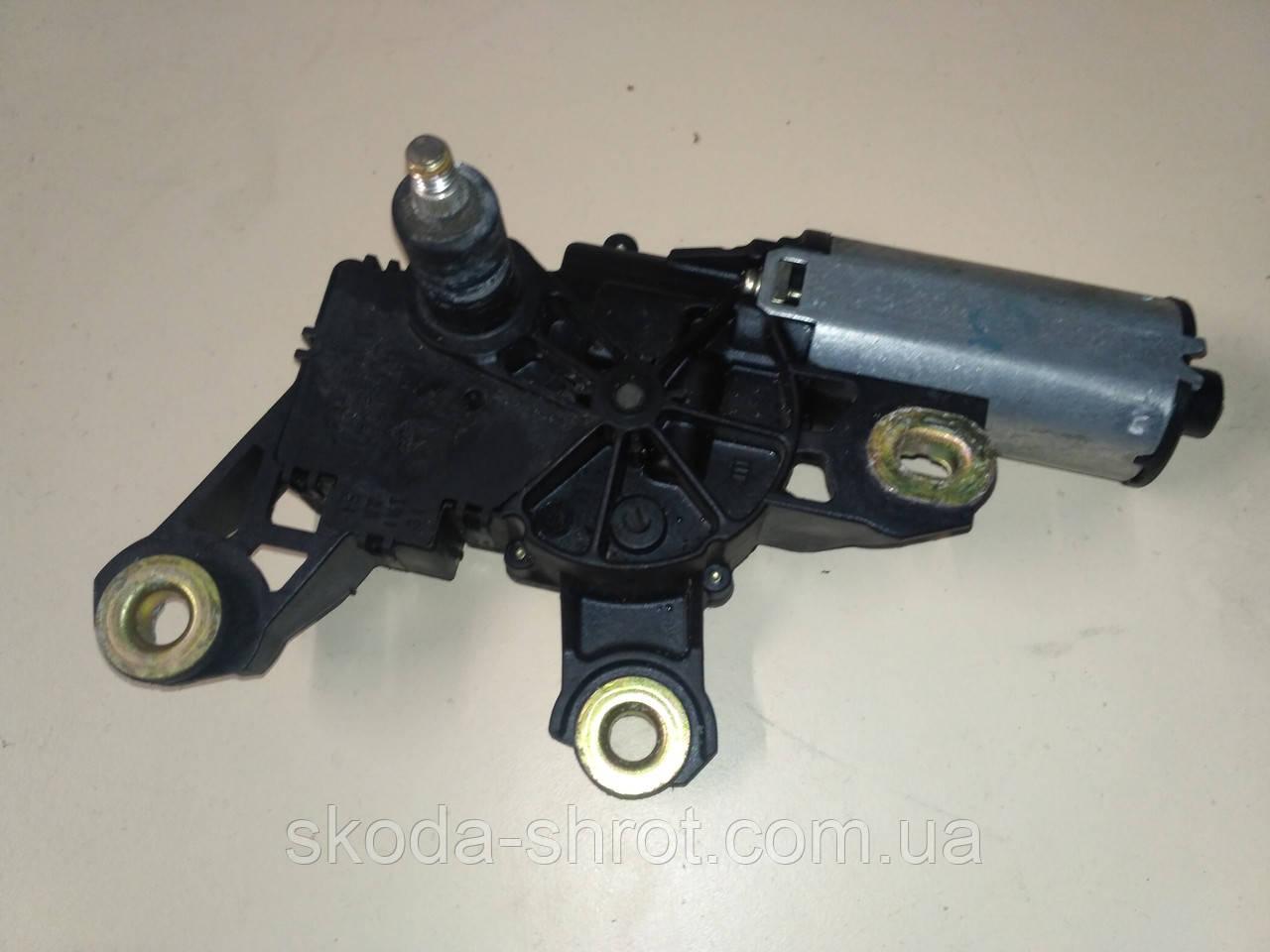 Мотор стеклоочистителя 1U9955711 VAG Octavia Сombi