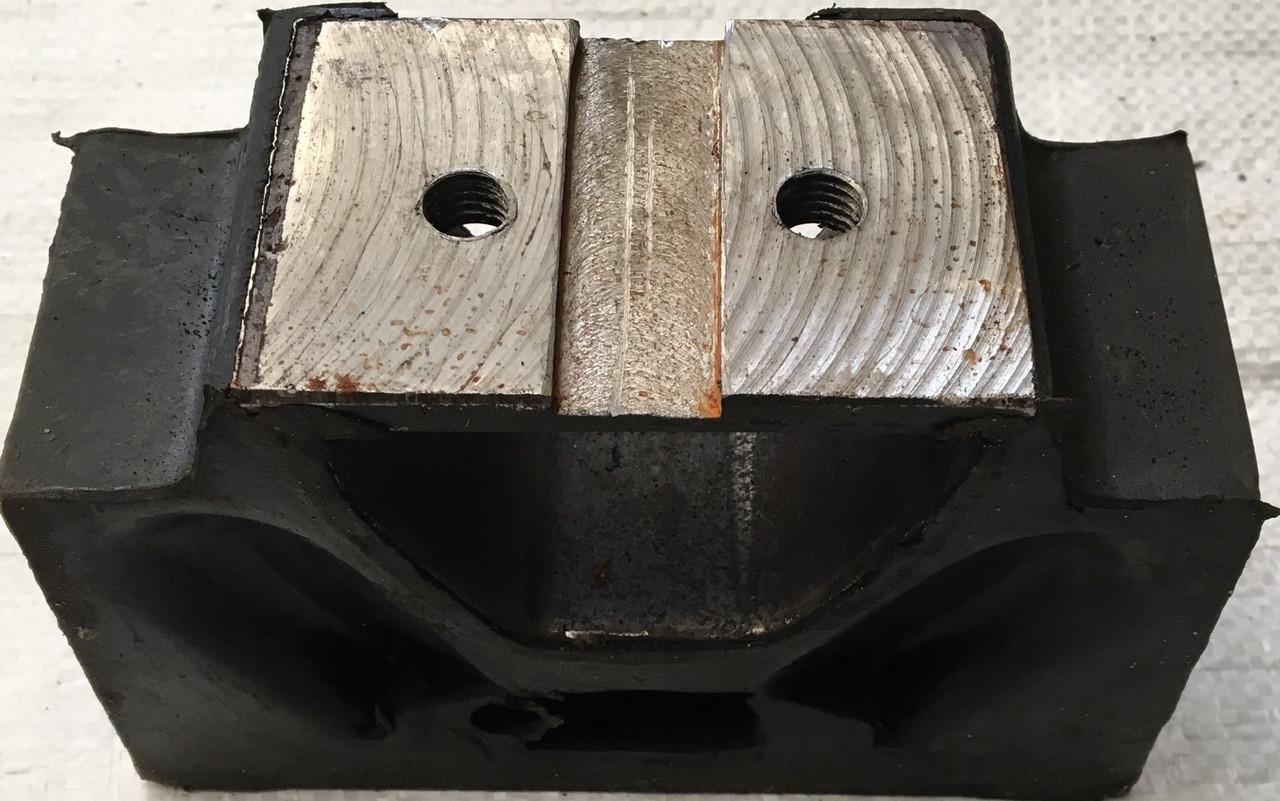Подушка двигателя Т-150 (домик ) 150.00.075