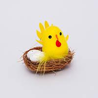 Курица с яйцами в гнездышке для пасхального декора