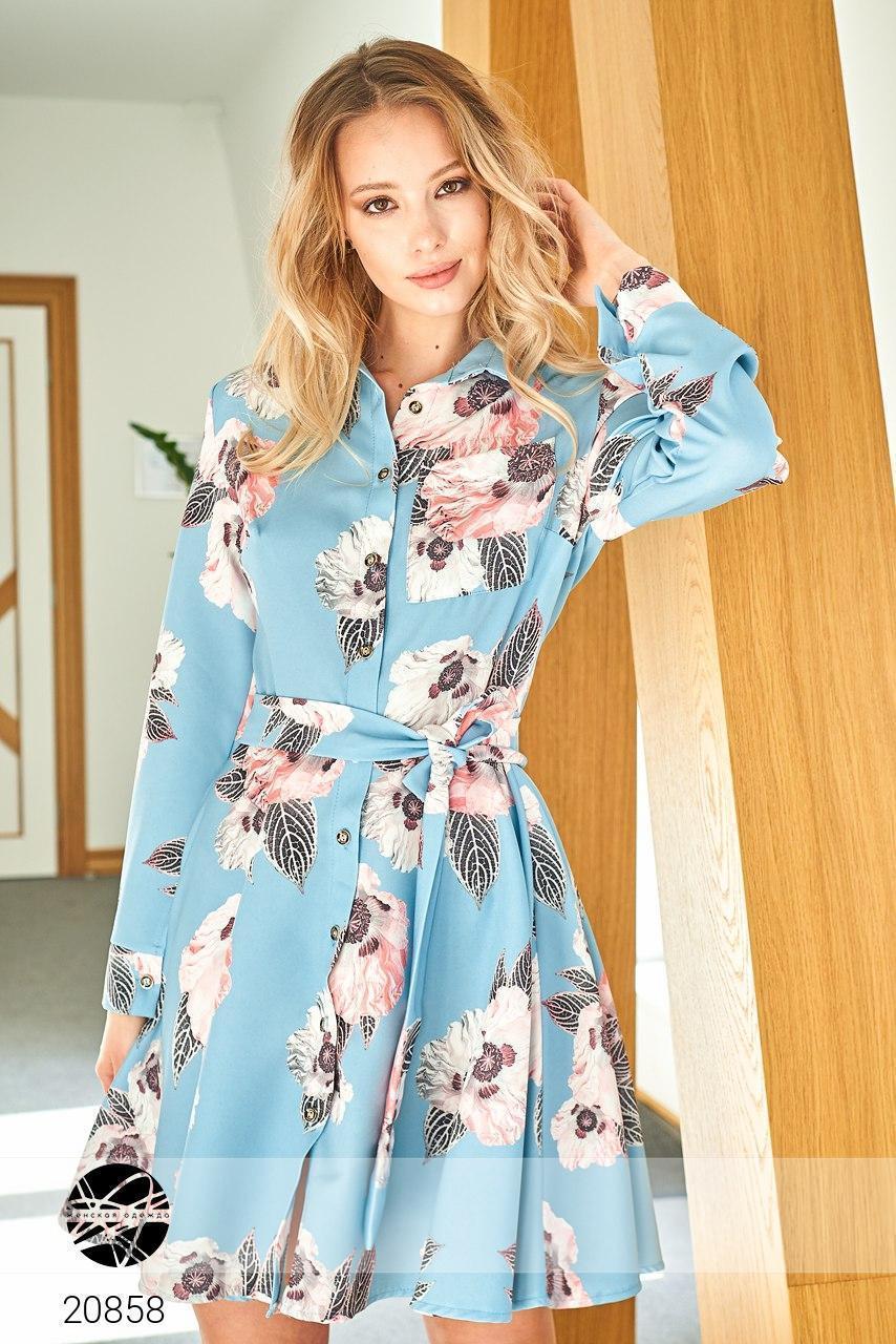 Расклешенное платье на пуговицах с рубашечным воротом и поясом, красивый рисунок цветов