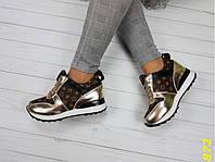 Кроссовки сникерсы на платформе с танкеткой в стиле LV золото и серебро, фото 1