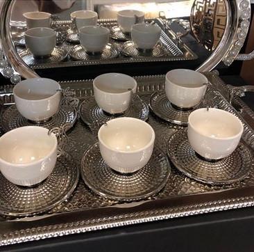 Набір стильних кавових чашок з підносом і блюдцями