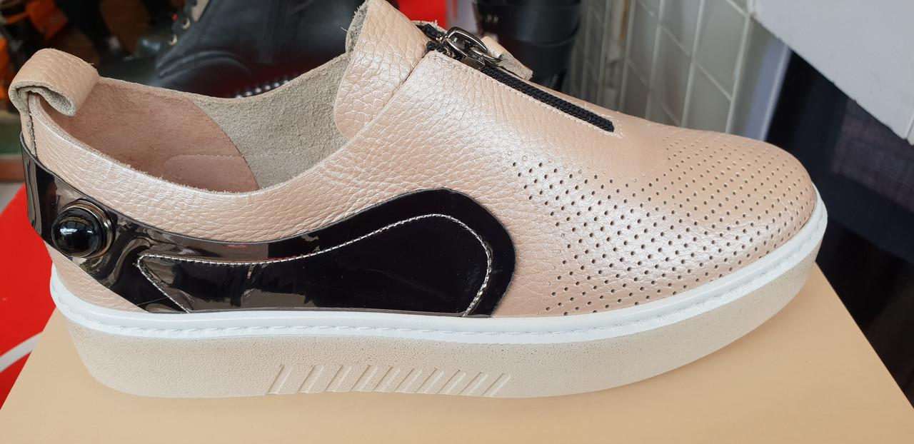 Стильные женские кожаные туфли Tucino