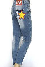Жіночі рвані джинси бойфренд з принтами, фото 2