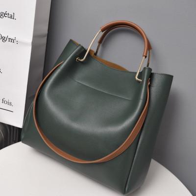 Женская сумка из экокожи с металлическими ручками зеленая, фото 1