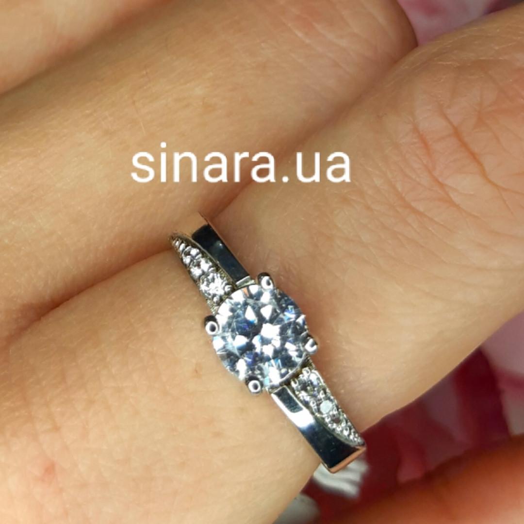 Серебряное родированное кольцо с фианитом