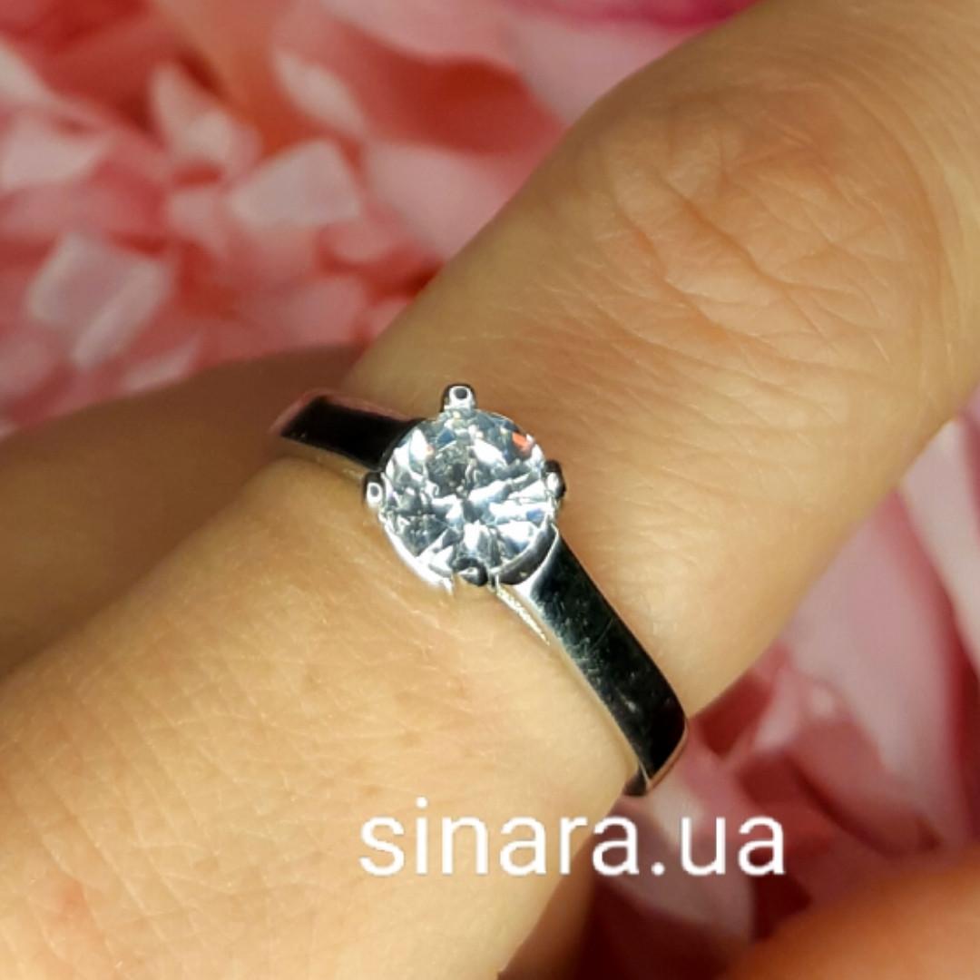 Серебряное родированное кольцо солитер с одним камнем