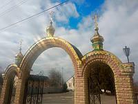 Купола с крестами на арки ограждения храма, фото 1