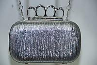 Театральная сумочка - непременный аксессуар для торжественного выхода.