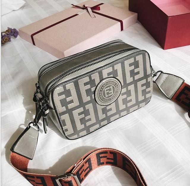 588f2017f671 Стильная женская сумка на широком ремне в стиле Fendi: продажа, цена ...
