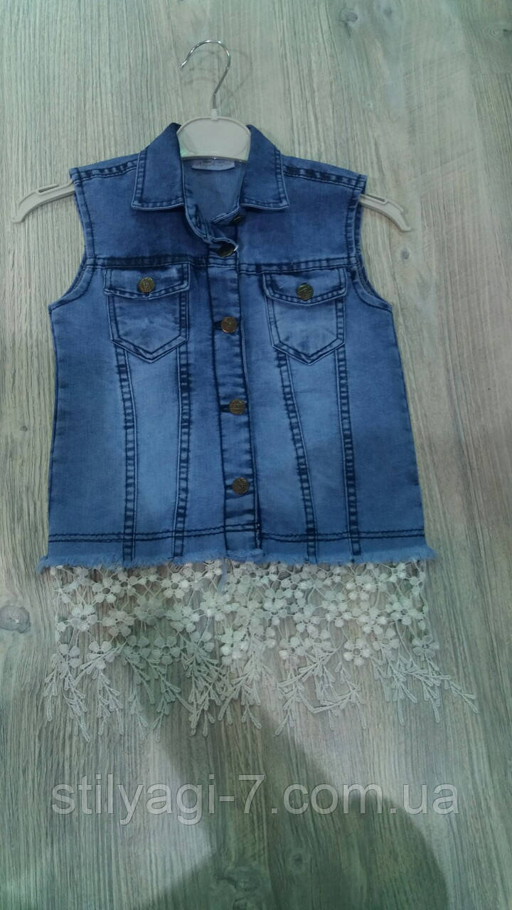 Жилетка джинсовая для девочки 3-7 лет синего цвета с кружевом оптом