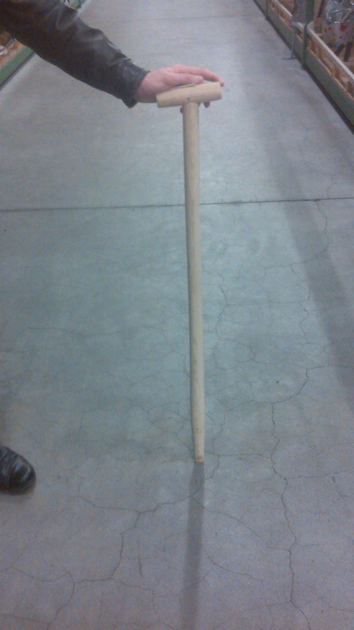 Держак (черенок) для лопаты/граблей длинною 1 метр с ручкой на конце