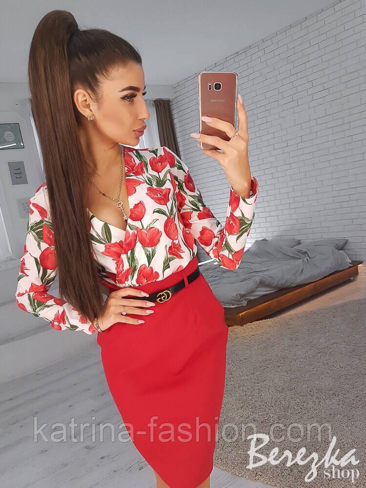 Женский костюм с юбкой-карандаш и блузой с цветочным принтом (в расцветках)