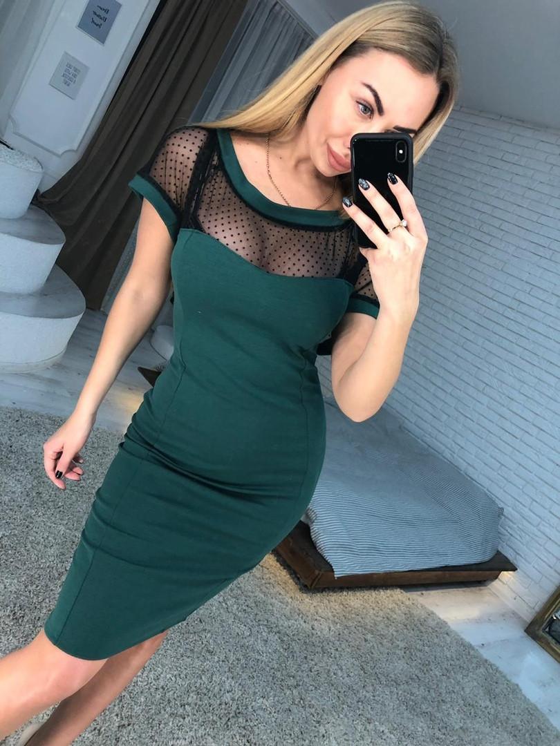 Трикотажное облегающее платье до колен