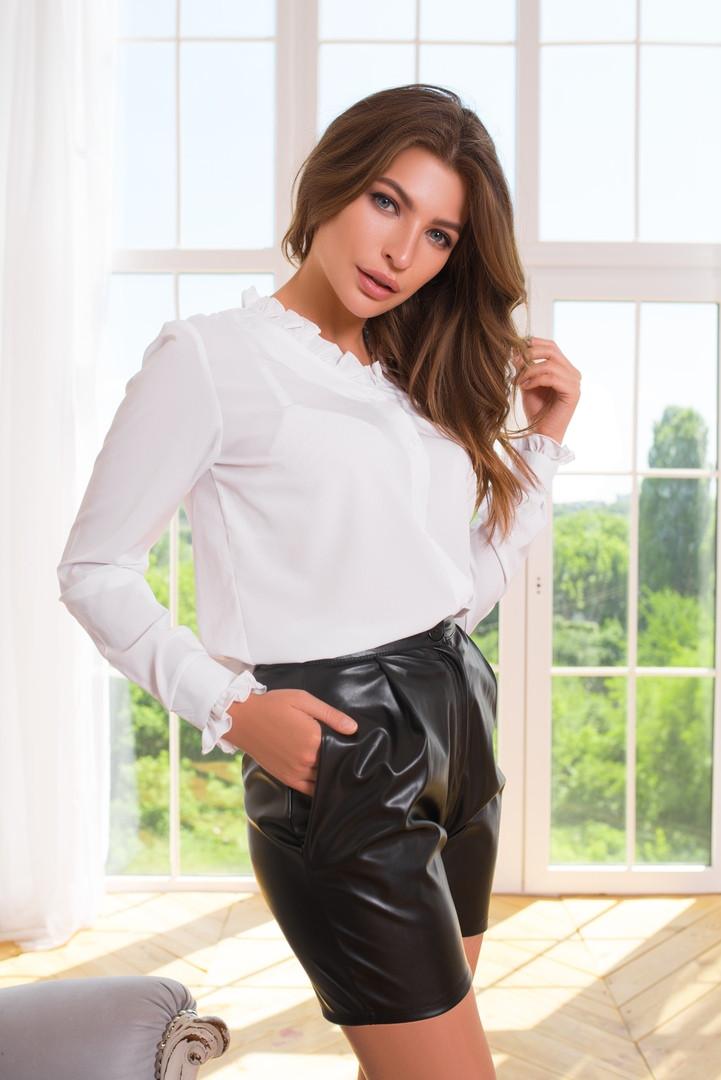 Софтовая женская рубашка с мелкими рюшами