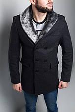 Мужское серое шерстяное (70%) демисезонное пальто с съемным меховым воротником , фото 2