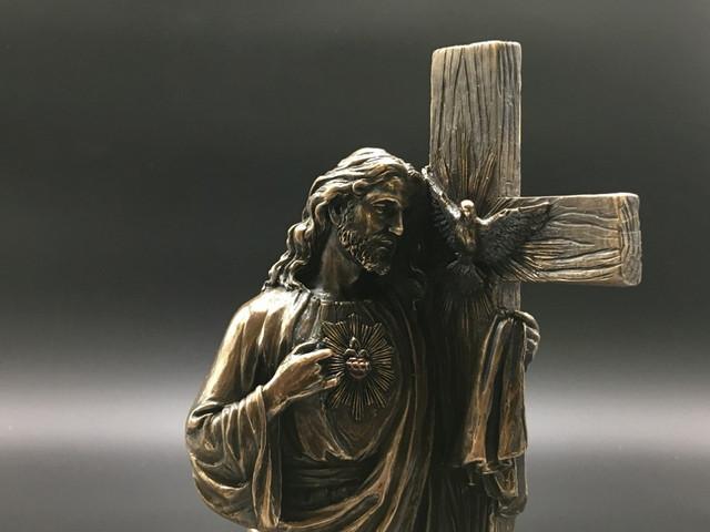 Коллекционные статуэтки с изображением Иисуса