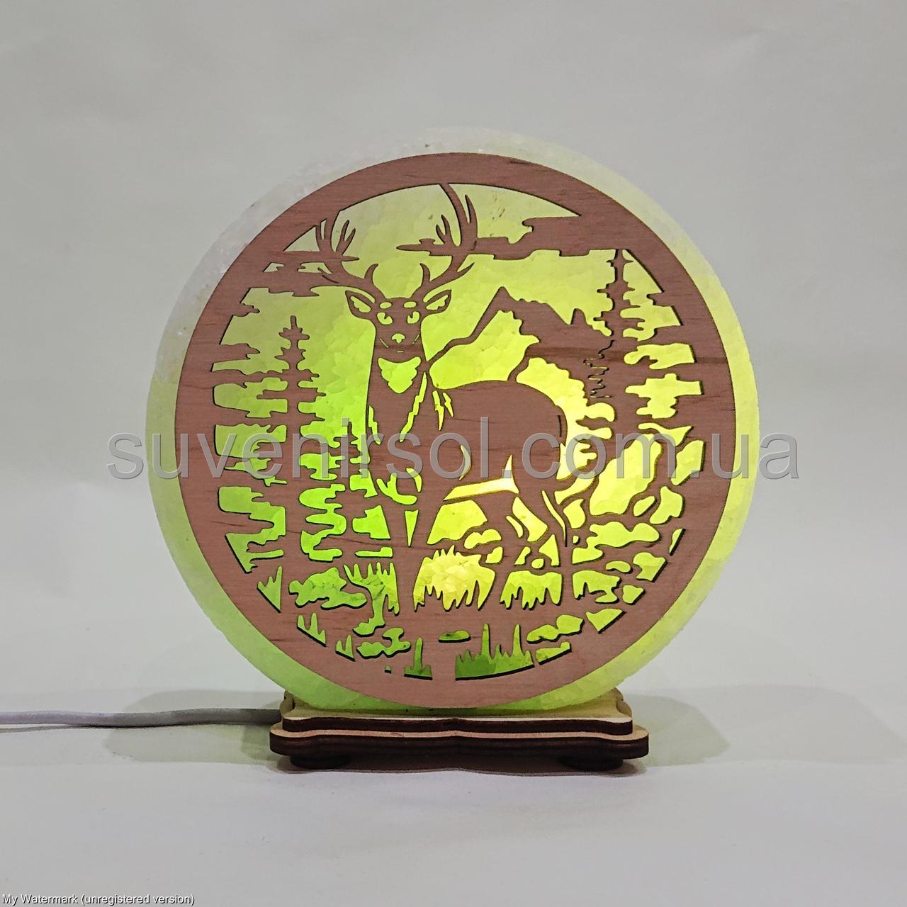 Соляной светильник круглый Олень в лесу