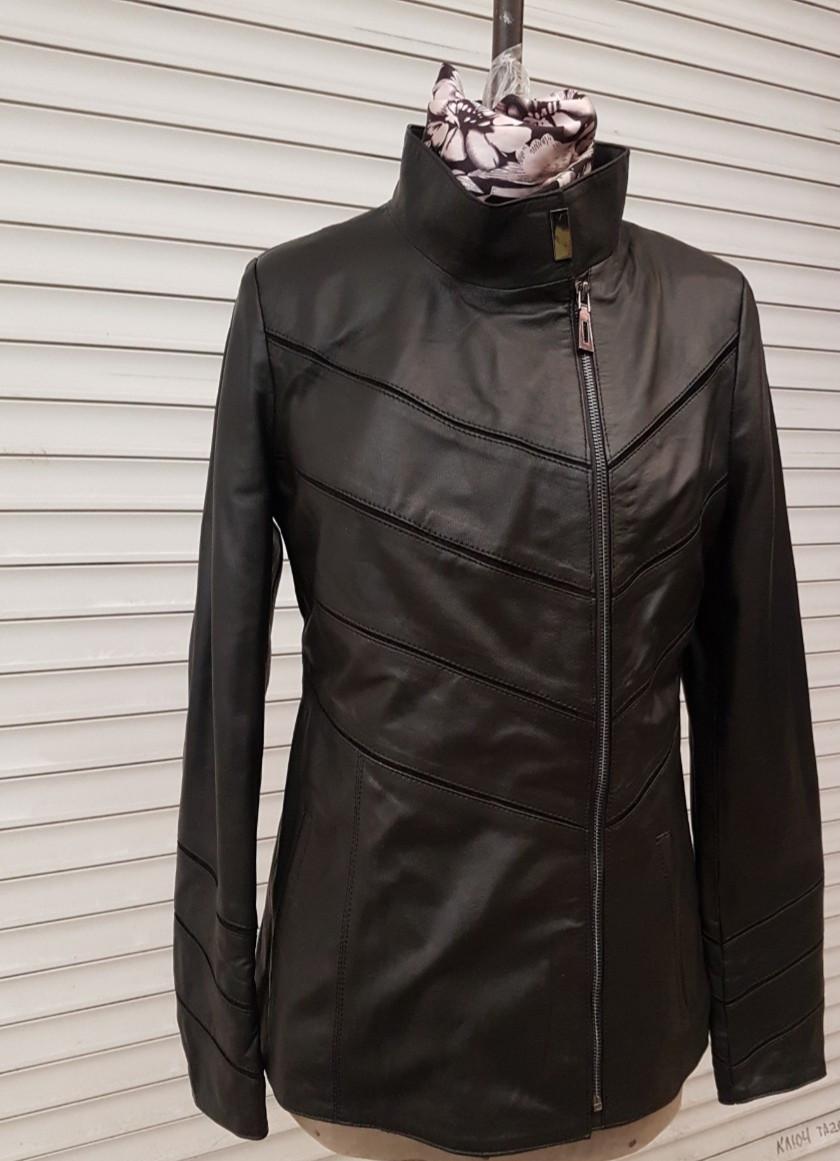 Жіноча шкіряна куртка весняна